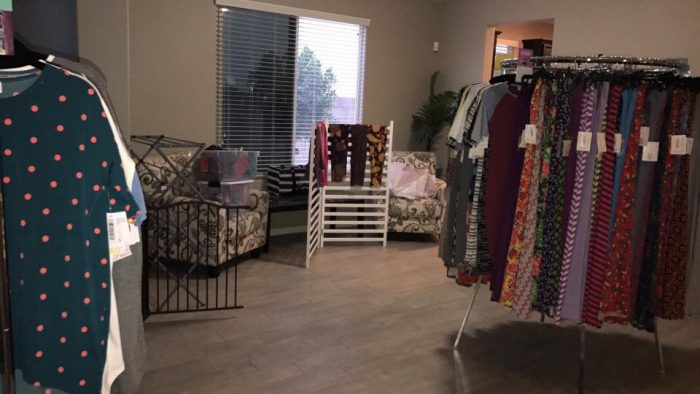 Round clothes racks LuLaRoe