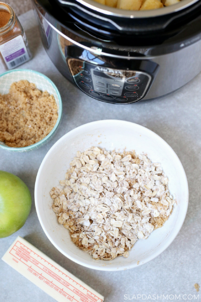 Instant Pot Apple Oatmeal Crisp