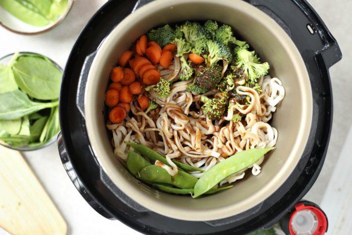Instant Pot Veggie Lo Mein
