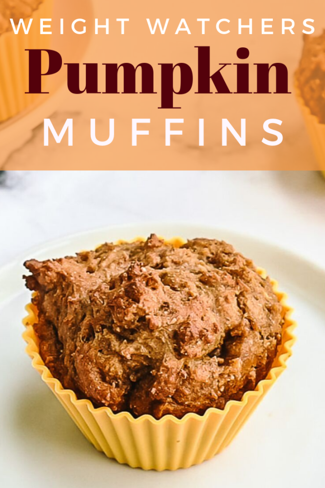Weight Watchers Pumpkin Muffins are perfect for breakfast or a snack! Only 4 smartpoints and ONLY 93 calories! Just in time for fall and pumpkin season! #fall #muffins #pumpkinmuffins #weightwatchers